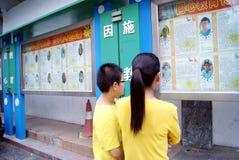 Shenzhen, Cina: Colonna di propaganda della scuola Fotografia Stock