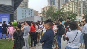 Shenzhen, Cina: i nuovi edifici residenziali iniziano le attività di vendita sulla scena fotografie stock