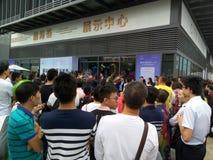 Shenzhen, Cina: i nuovi edifici residenziali iniziano le attività di vendita sulla scena immagine stock