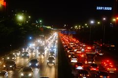 Shenzhen, Cina: il paesaggio di traffico della strada del cittadino 107 alla notte Immagine Stock