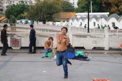 Shenzhen, Cina: la gente con le inabilità nel canto e nel dancing da elemosinare fotografia stock libera da diritti