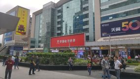Shenzhen, Cina: paesaggio della via di elettronica di huaqiangbei fotografia stock