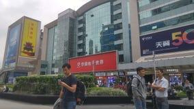 Shenzhen, Cina: paesaggio della via di elettronica di huaqiangbei fotografie stock