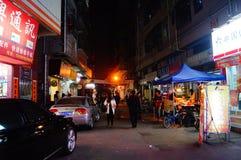 Shenzhen, Cina: paesaggio di notte della via Fotografia Stock