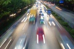 Shenzhen, Cina: Paesaggio di traffico stradale di notte 107 Fotografie Stock Libere da Diritti
