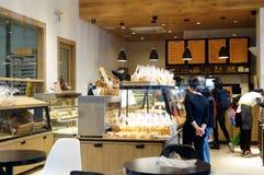 Shenzhen, Cina: paesaggio interno del negozio del dolce e del pane Fotografie Stock