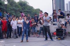 Shenzhen, Cina: prestazioni della via da elemosinare fotografia stock