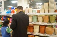 Shenzhen, Cina: Promozioni del supermercato di EONE Fotografia Stock