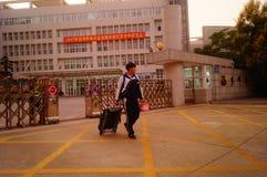 Shenzhen, Cina: Servizio della scuola secondaria di Xixiang e della High School Immagine Stock