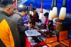 Shenzhen, Cina: spazzola di calligrafia di vendita Fotografia Stock