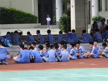 Shenzhen, Cina: studenti della scuola primaria nella classe di educazione fisica Fotografia Stock Libera da Diritti
