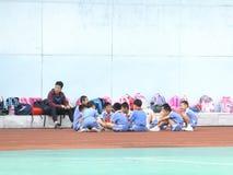 Shenzhen, Cina: studenti della scuola primaria nella classe di educazione fisica Immagine Stock