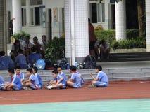 Shenzhen, Cina: studenti della scuola primaria nella classe di educazione fisica Immagini Stock