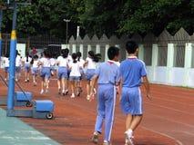Shenzhen, Cina: studenti della scuola primaria nella classe di educazione fisica Fotografie Stock
