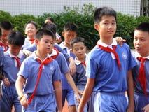 Shenzhen, Cina: studenti della scuola primaria nella classe di educazione fisica Immagini Stock Libere da Diritti
