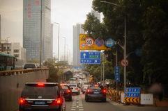 Shenzhen, Cina: traffico stradale urbano immagini stock libere da diritti