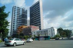 Shenzhen, Cina: traffico stradale urbano e paesaggio urbano delle costruzioni Fotografia Stock Libera da Diritti
