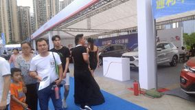 Shenzhen, Cina: Weekend le vendite dell'esposizione automatica, la gente sta guardando le automobili o le automobili d'acquisto Immagini Stock Libere da Diritti