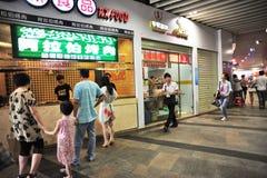 shenzhen: dongmen la via dello spuntino   Fotografie Stock