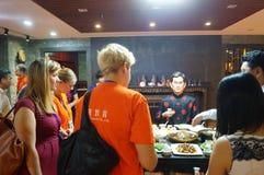 Shenzhen Kina: Äta middag landskapskulptur Arkivbild