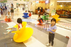 Shenzhen Kina: barnlek Arkivfoton