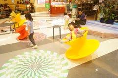 Shenzhen Kina: barnlek Royaltyfri Fotografi