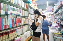 Shenzhen Kina: Bokhandels inre landskap Arkivfoto