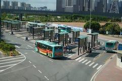 Shenzhen Kina: bussstation Arkivfoto