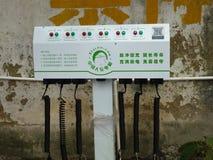 Shenzhen Kina: elektriska lättheter för elektriska medel på gatan Royaltyfri Foto