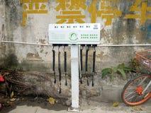 Shenzhen Kina: elektriska lättheter för elektriska medel på gatan Royaltyfri Fotografi
