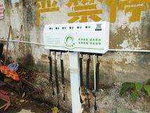 Shenzhen Kina: elektriska lättheter för elektriska medel på gatan Arkivfoto