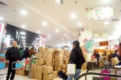 Shenzhen Kina: EVIGHETsupermarketbefordringar Arkivfoto