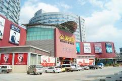 Shenzhen Kina: För byggnadsmaterial för hem- inredning marknad arkivbilder