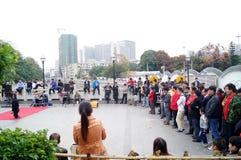 Shenzhen Kina: folk med handikapp i sjunga och tigga Arkivbilder