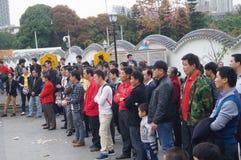 Shenzhen Kina: folk med handikapp i sjunga och tigga Royaltyfri Fotografi