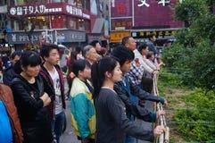 Shenzhen Kina: folk med handikapp i sjunga och tigga Royaltyfria Foton