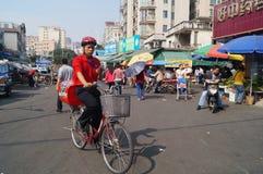 Shenzhen Kina: Gatagrändlandskap Fotografering för Bildbyråer