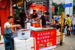 Shenzhen Kina: gatamellanmålet shoppar Royaltyfria Bilder