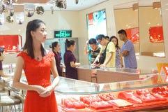 Shenzhen Kina: guld- smyckenlager Royaltyfria Foton