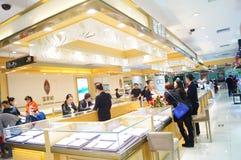 Shenzhen Kina: guld- smyckenräknare Arkivbilder