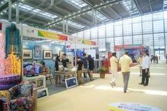 Shenzhen Kina: Hem- inredning levererar utställning royaltyfri bild