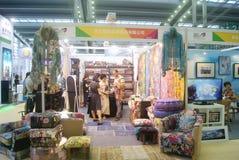 Shenzhen Kina: Hem- inredning levererar utställning arkivfoto