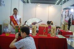 Shenzhen Kina: Hem- inredning levererar utställning royaltyfria bilder