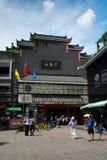 Shenzhen Kina - Juli 16, 2018: Dong Men Pedestrian gata i t Royaltyfria Foton
