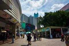 Shenzhen Kina - Juli 16, 2018: Dong Men Pedestrian gata i t Fotografering för Bildbyråer