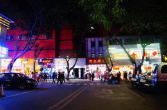 Shenzhen Kina: nattgataplats Royaltyfri Fotografi