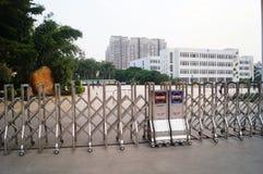 Shenzhen Kina: skolaingångslandskap Arkivbilder