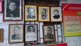 Shenzhen Kina: Skyddsremsagravyr- och målningaffär arkivbilder