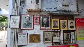 Shenzhen Kina: Skyddsremsagravyr- och målningaffär arkivbild