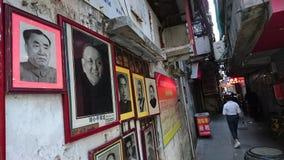 Shenzhen Kina: Skyddsremsagravyr- och målningaffär royaltyfri bild